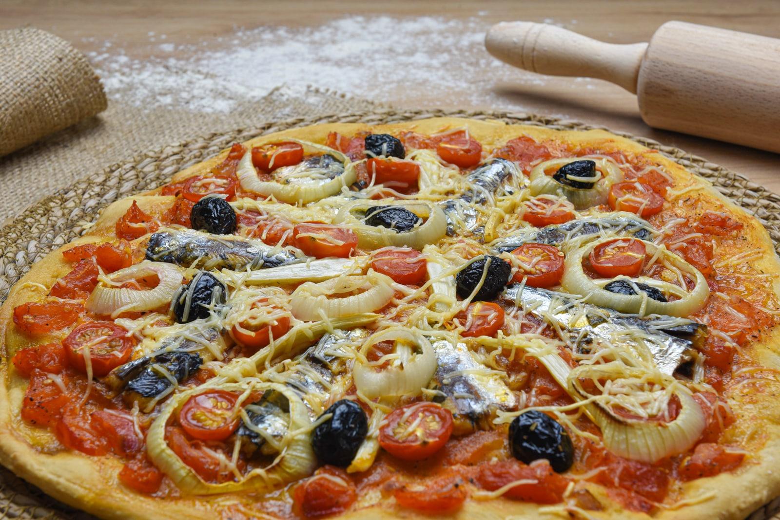 Pizza de l'été sardines, fenouil et tomates